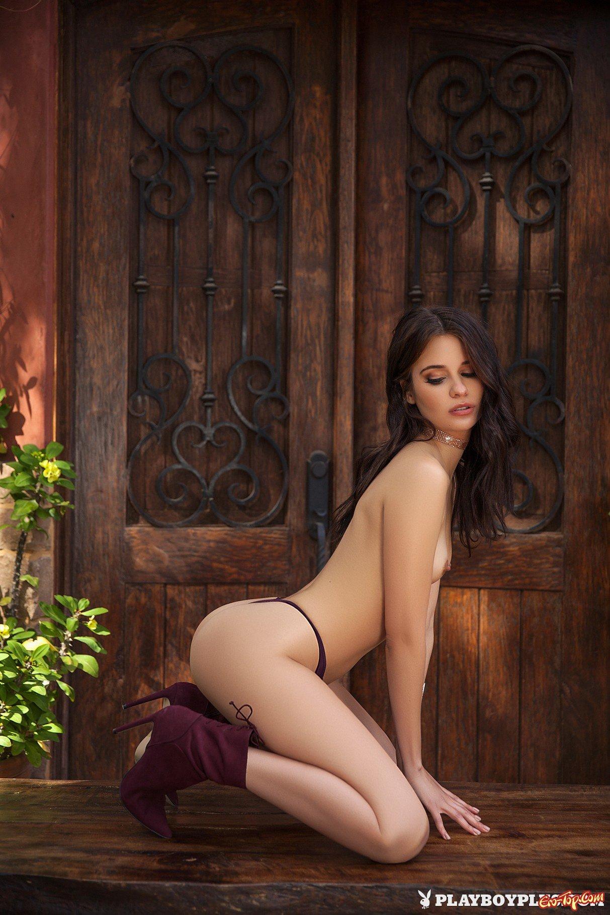 Симпатичная 20-летняя попка секс фото