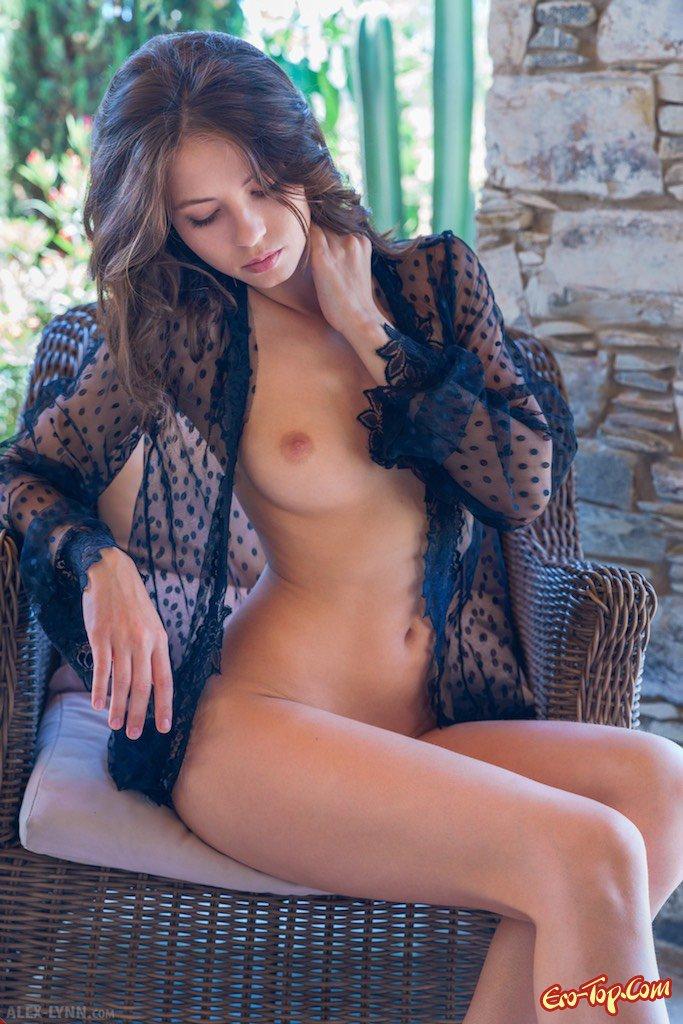 Чистая сексуальная милашка смотреть эротику