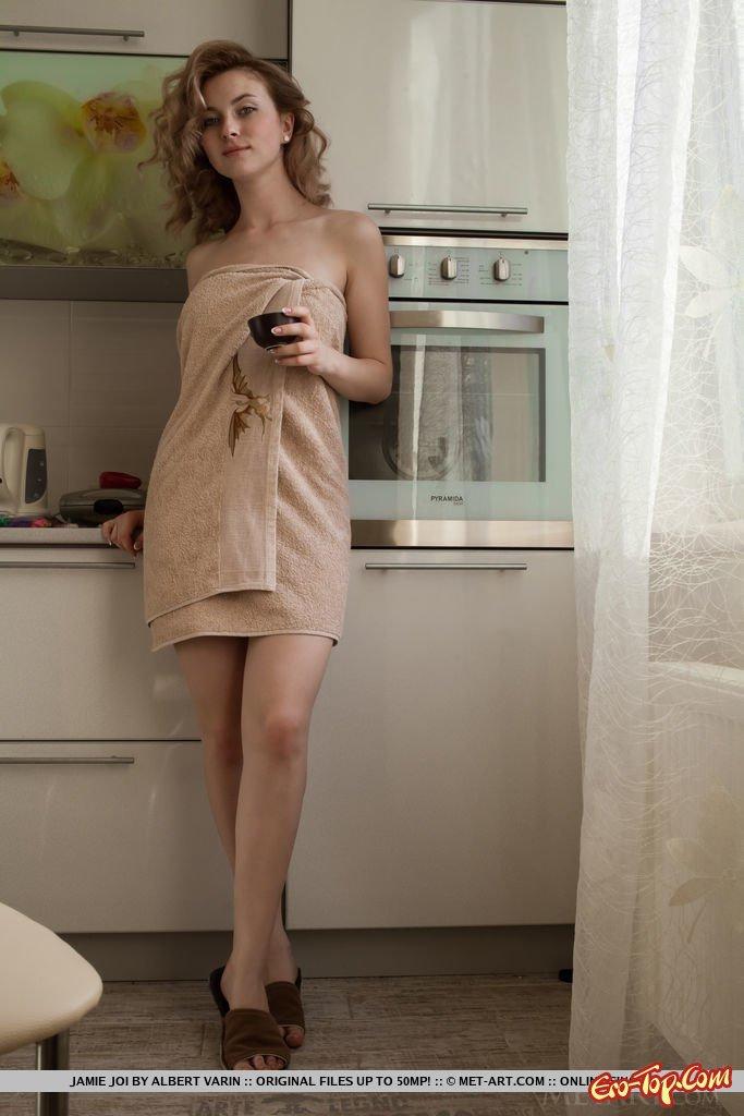 Крошка сняла полотенце