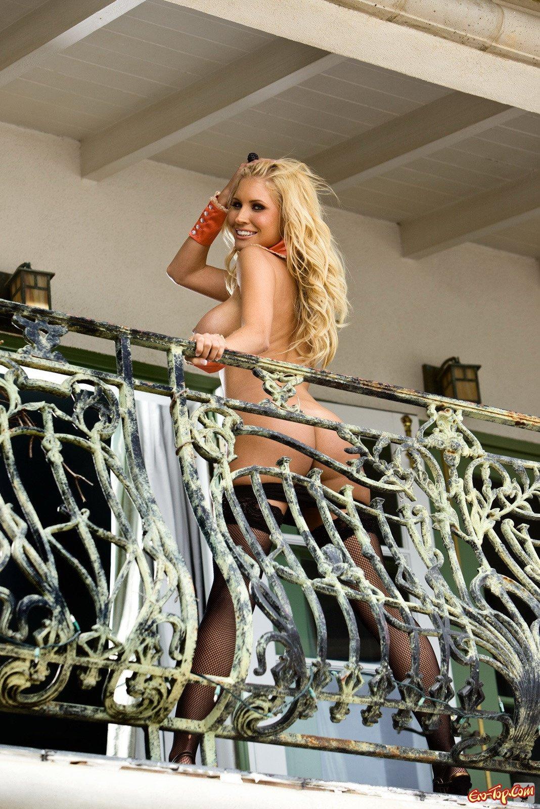 Достаточно роскошное тело ухоженной блонды смотреть эротику