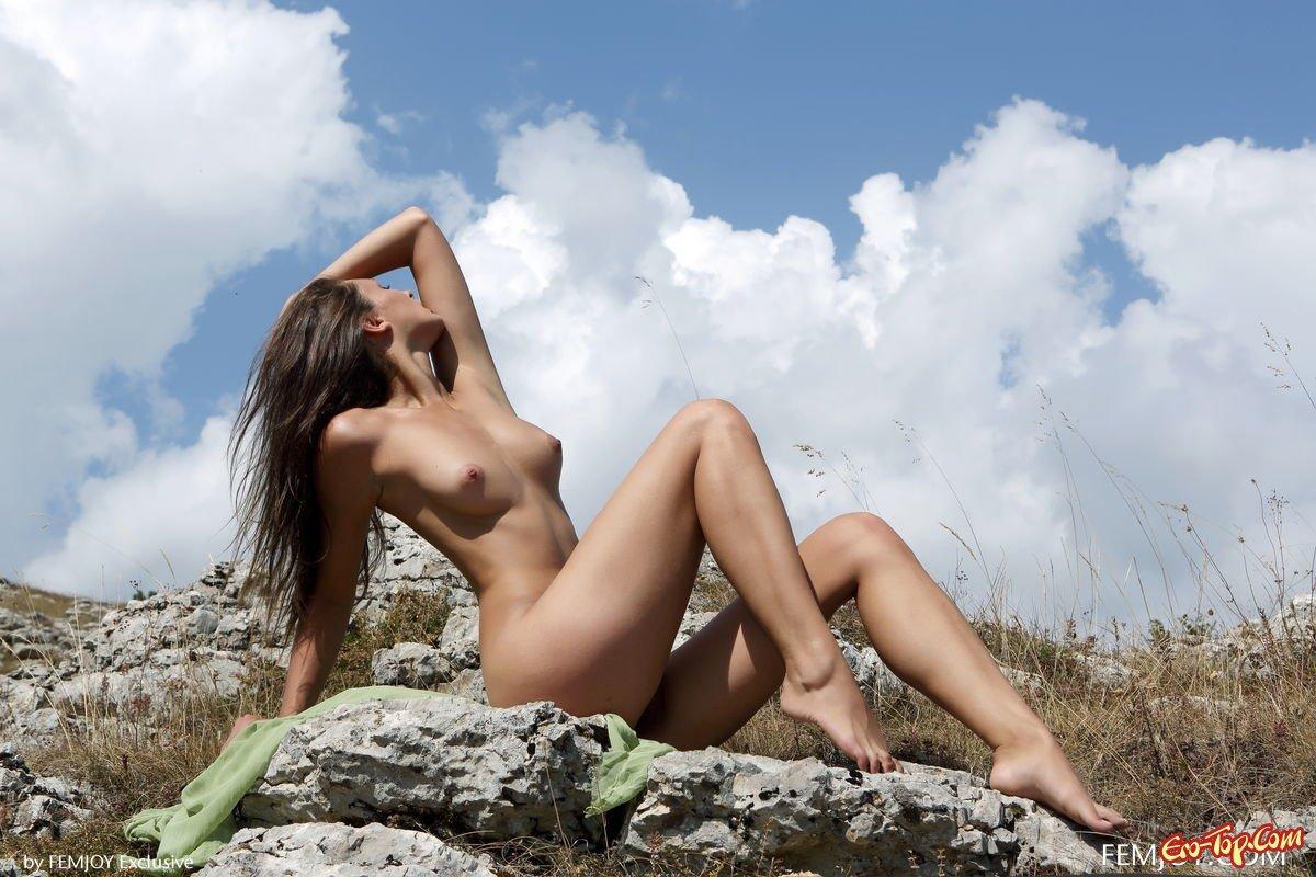Красивое подтянутое тело милашки