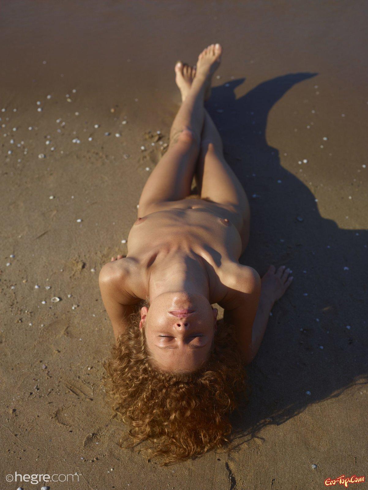 Туристка с лохматой вульвой снимается у моря смотреть эротику