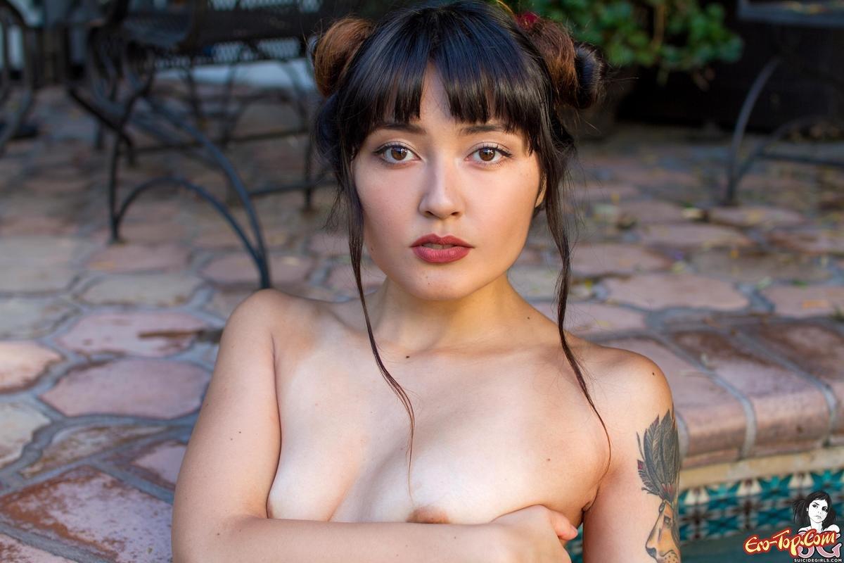 Азиатка с крупной попкой