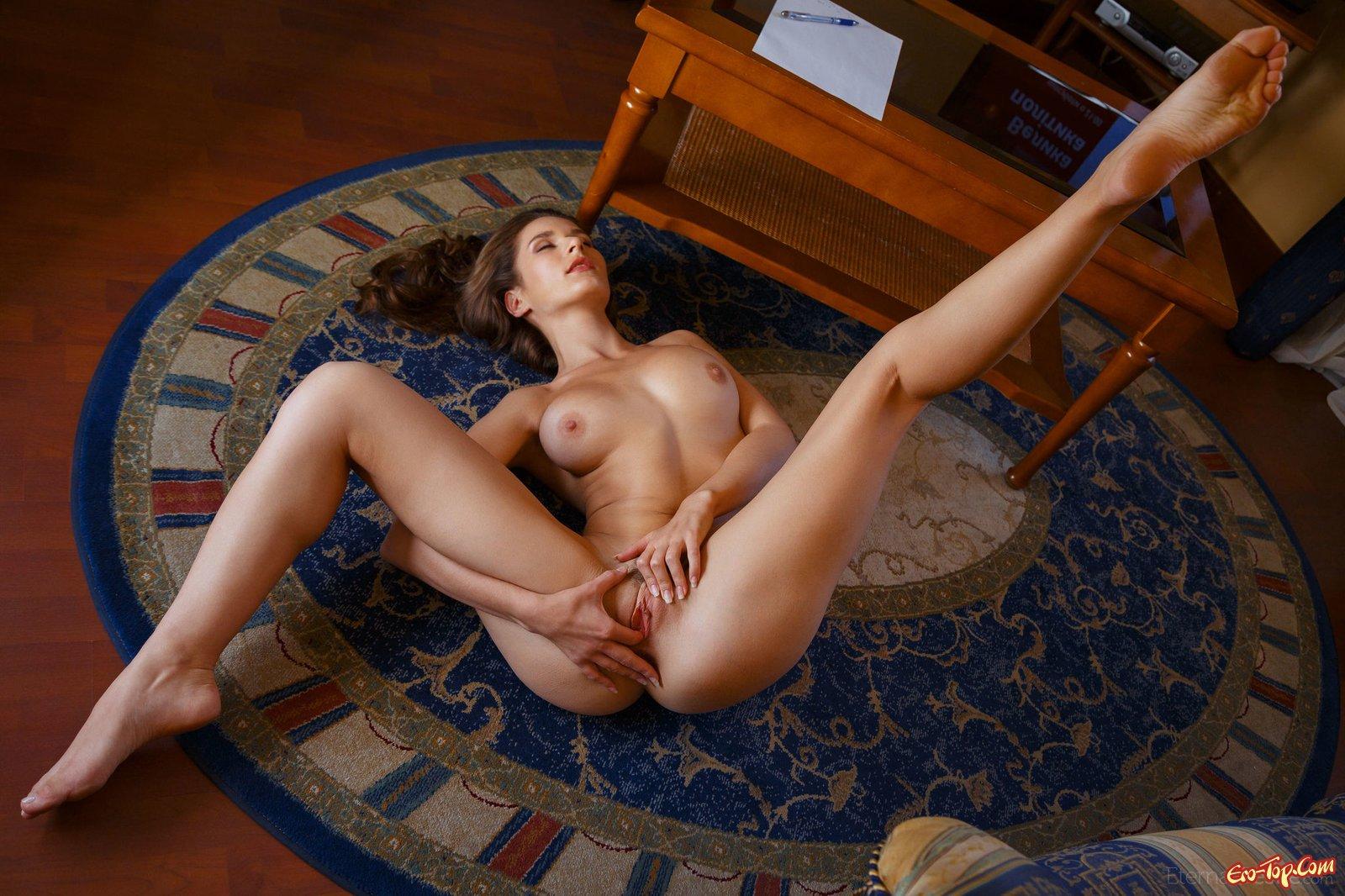фото раздвинь ноги эротические