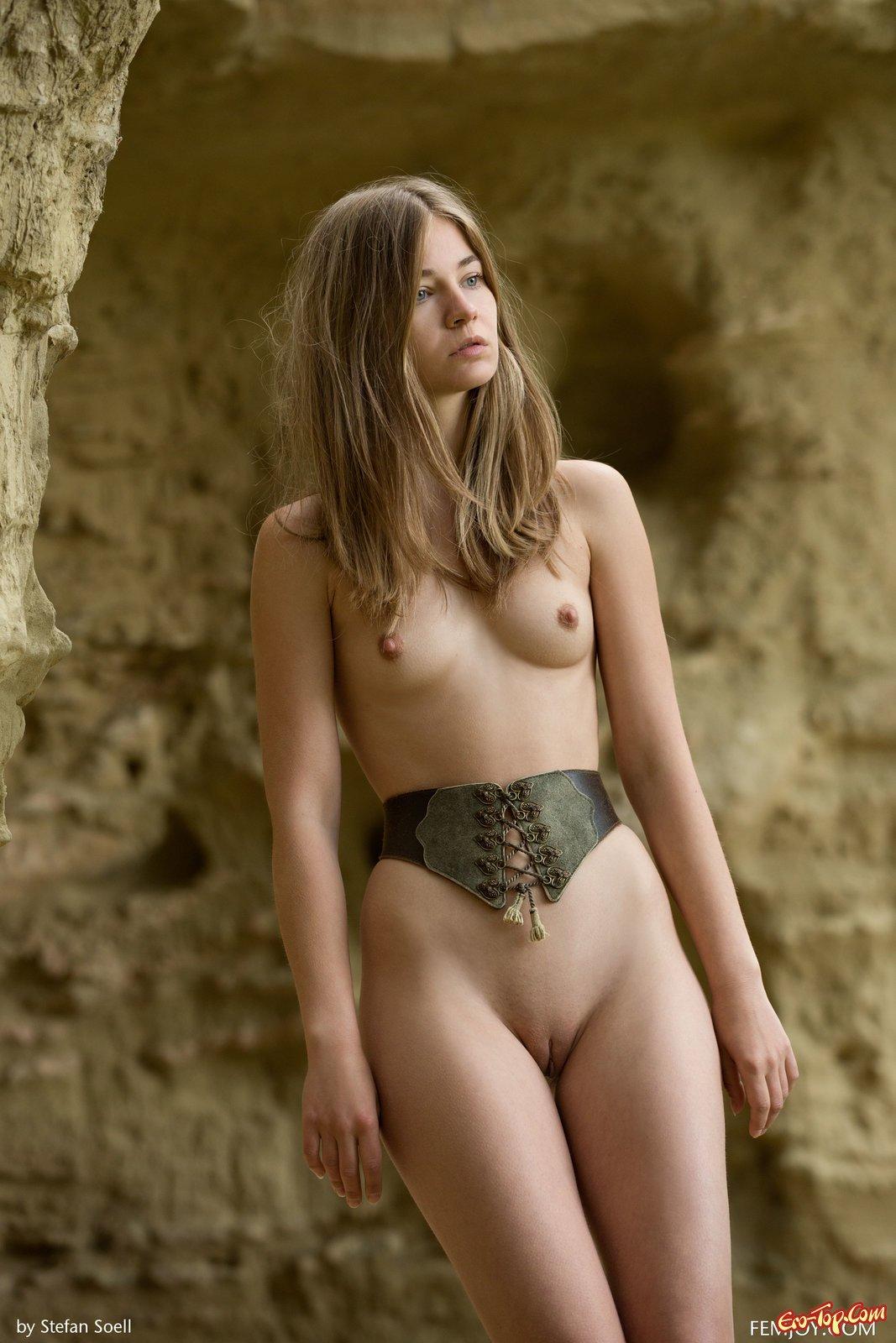Худышка с луком и стрелами секс фото