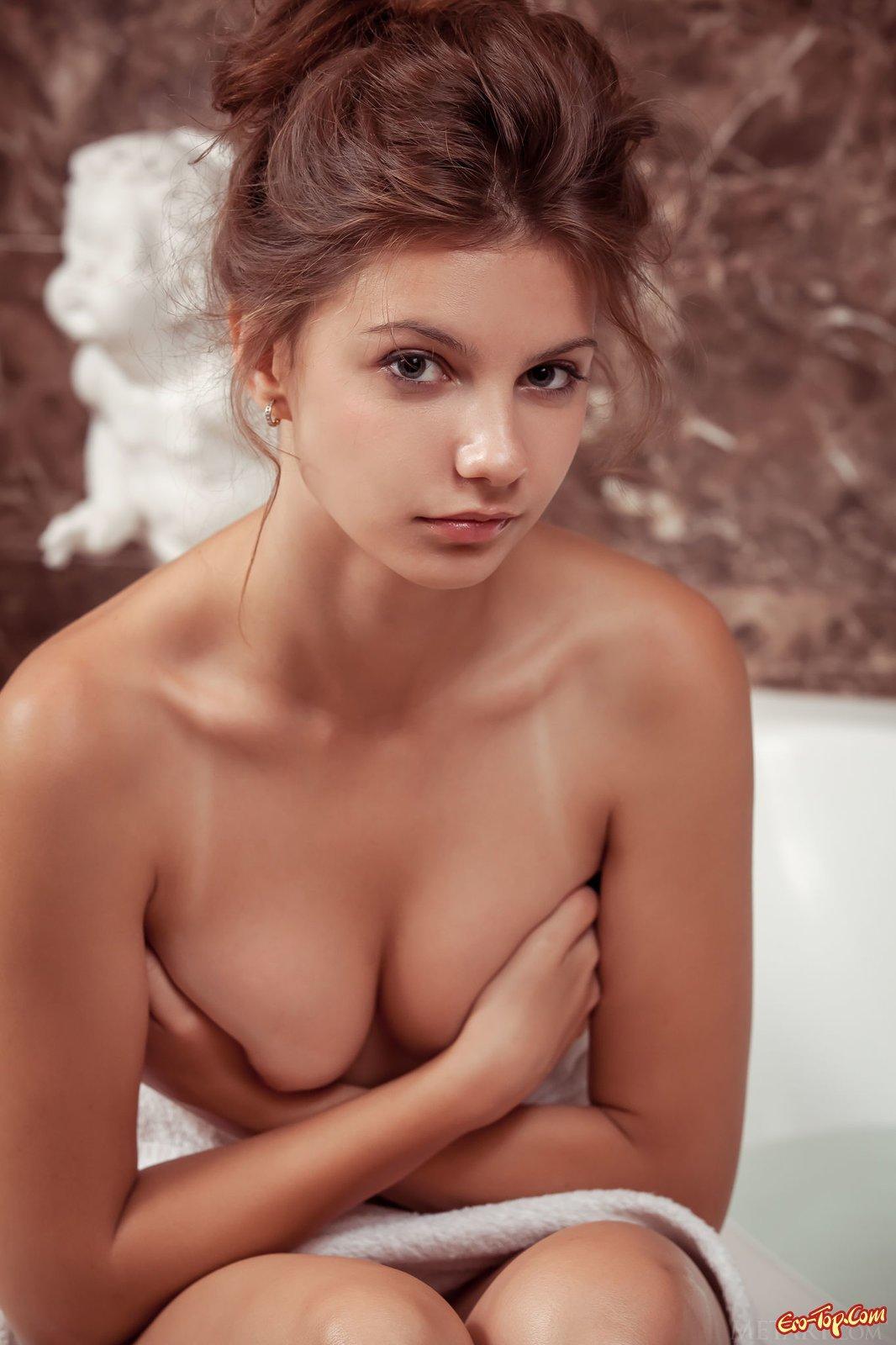 смотреть фото голых молоденьких девушек