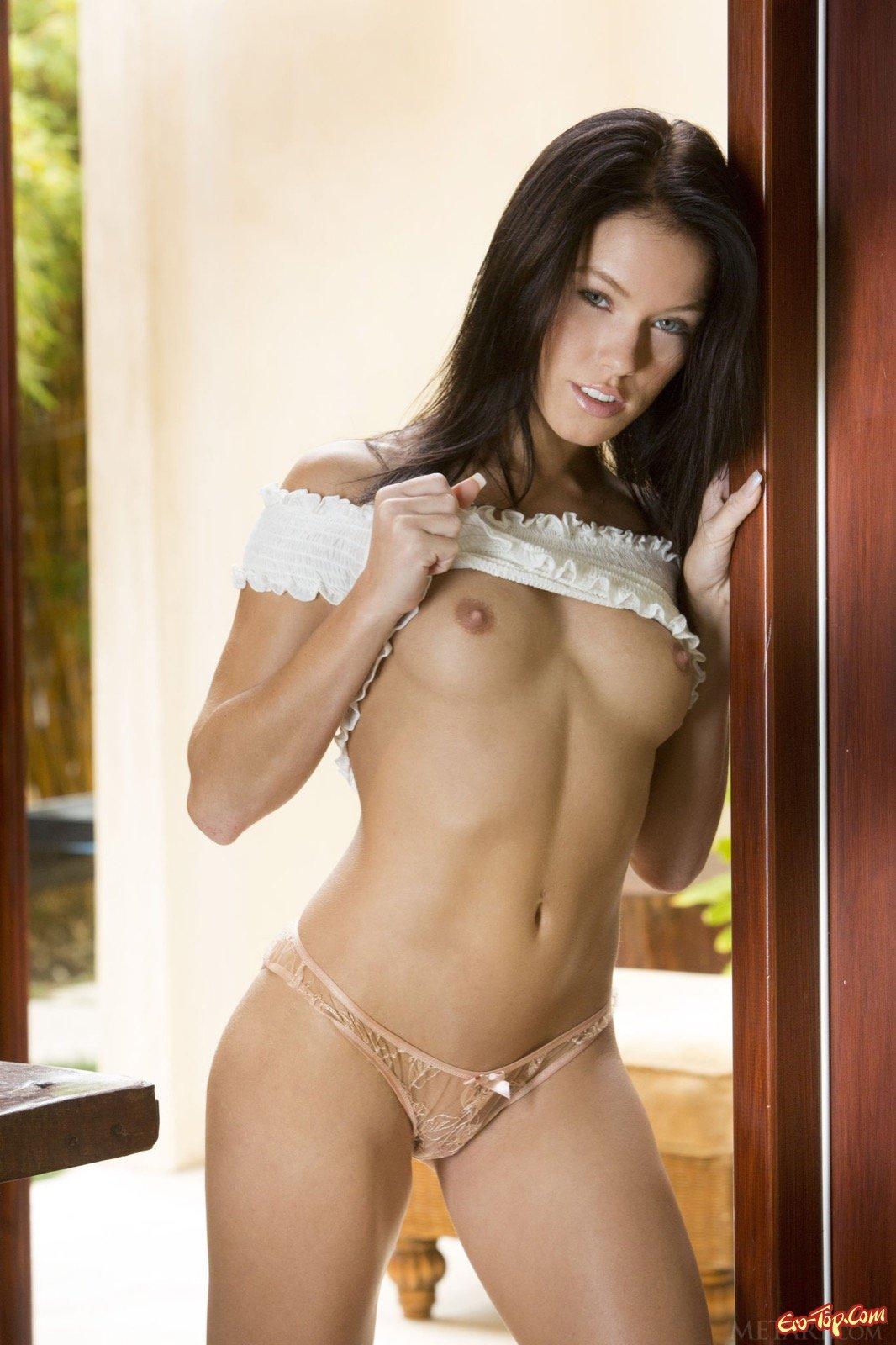 Эротическое фото сексуальной стройняшки Megan Rain