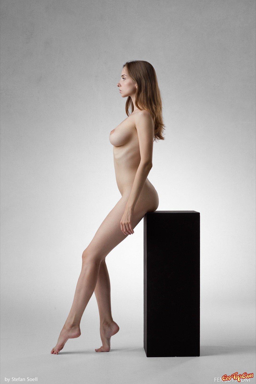 фото девушек с голой грудью