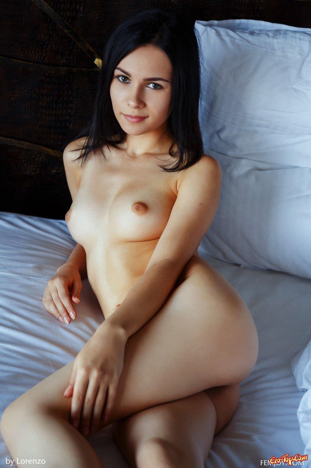 golie-molodie-bryunetki