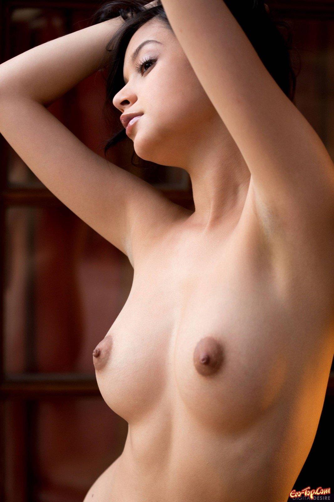 порно торчащие возбужденные сосочки азиатки онлайн