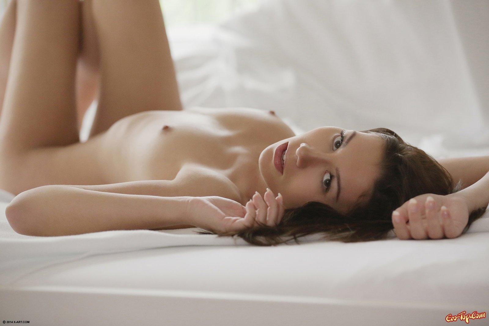 Красивая вагина в лежанке смотреть эротику