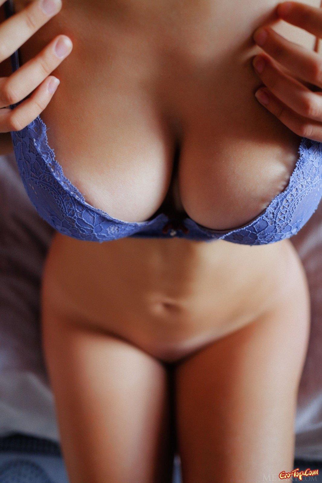 Девушка с обвисшими сиськами в постели