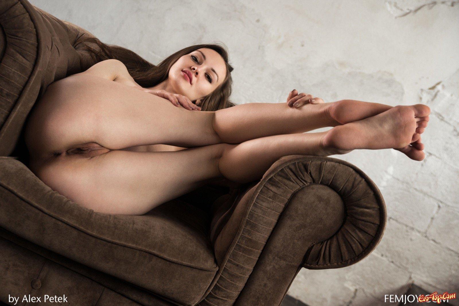 Показала роскошное голое тело под платьем секс фото