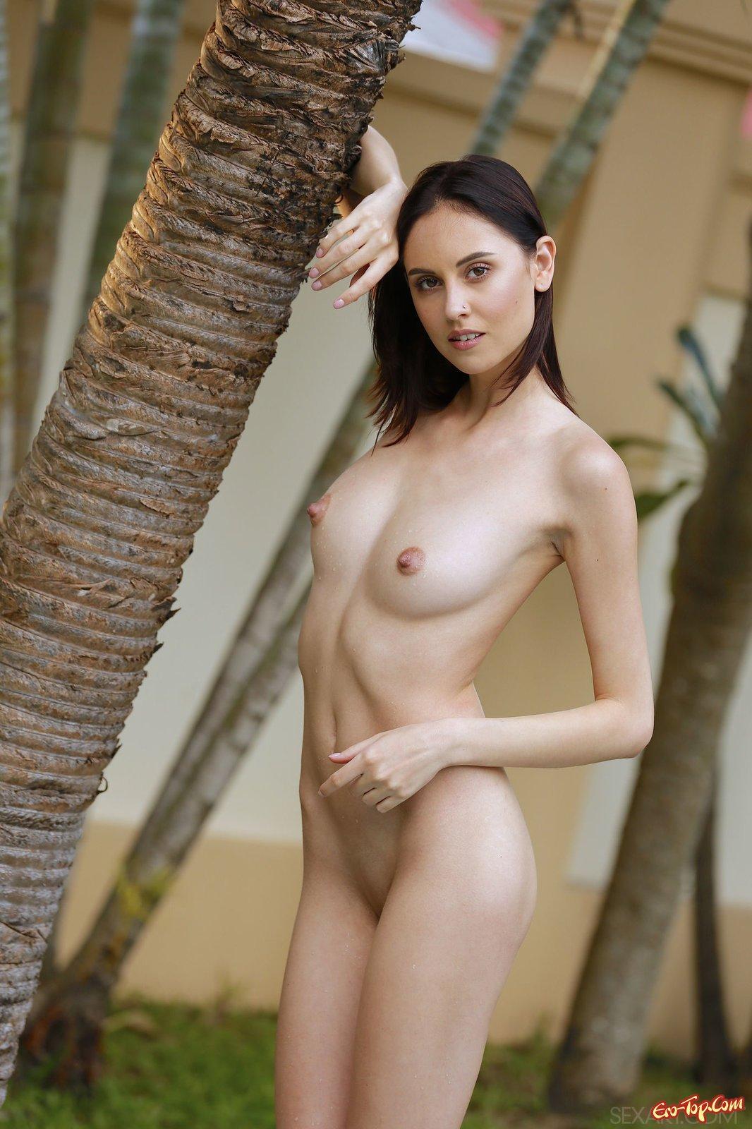 русская девушка сняла купальник