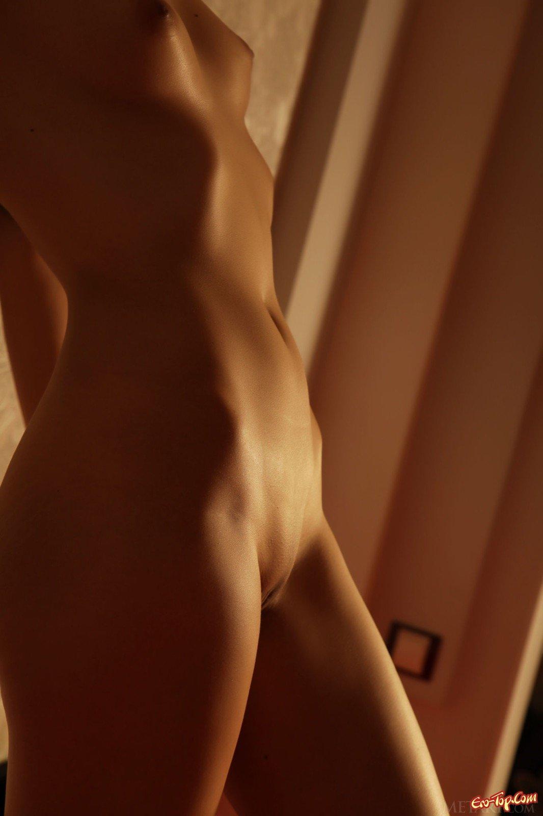 Фрау с плоским животиком и маленькими титьками секс фото