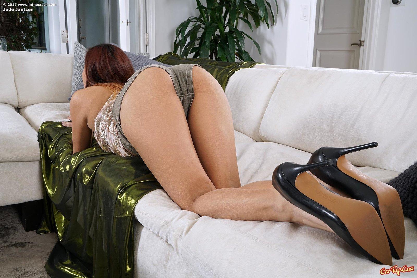 Баба из Бразилии сфотографировала гладенькую киску секс фото
