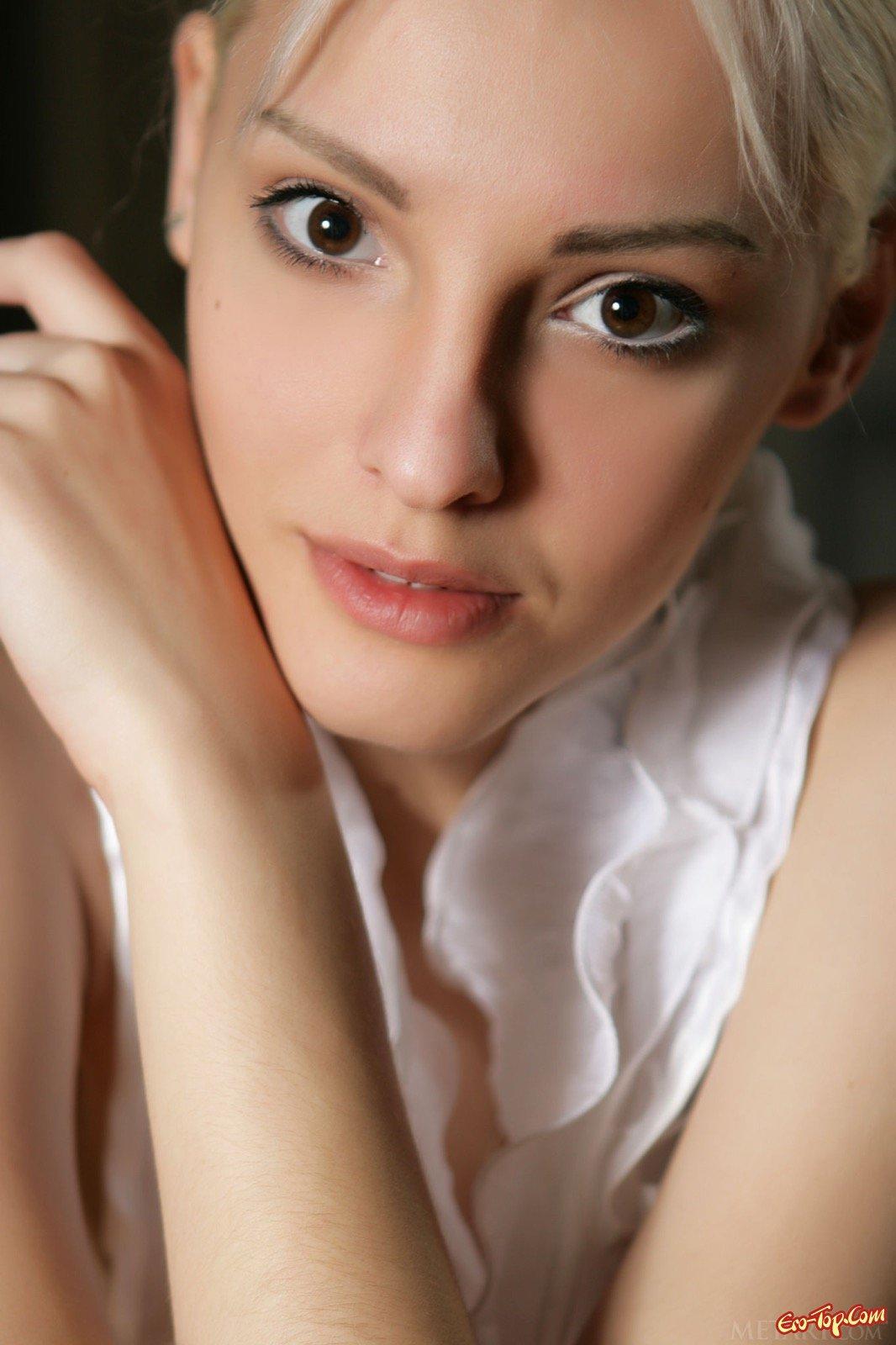 Красивые ню фото с обнажённой блондинкой
