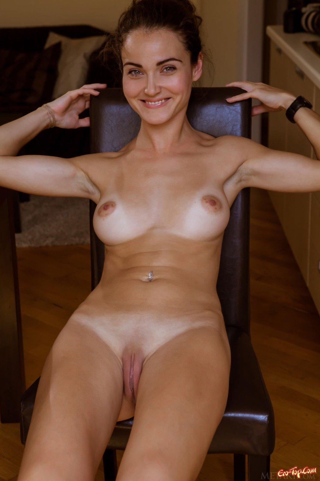 Милая леди сняла трусы у себя в домашних условиях до гола секс фото