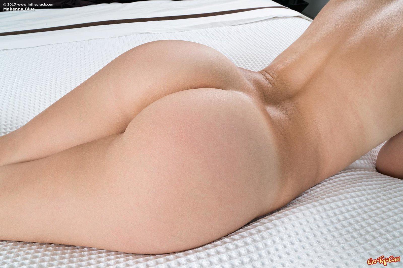 Женщина с шикарной попой удовлетворила бритую киску