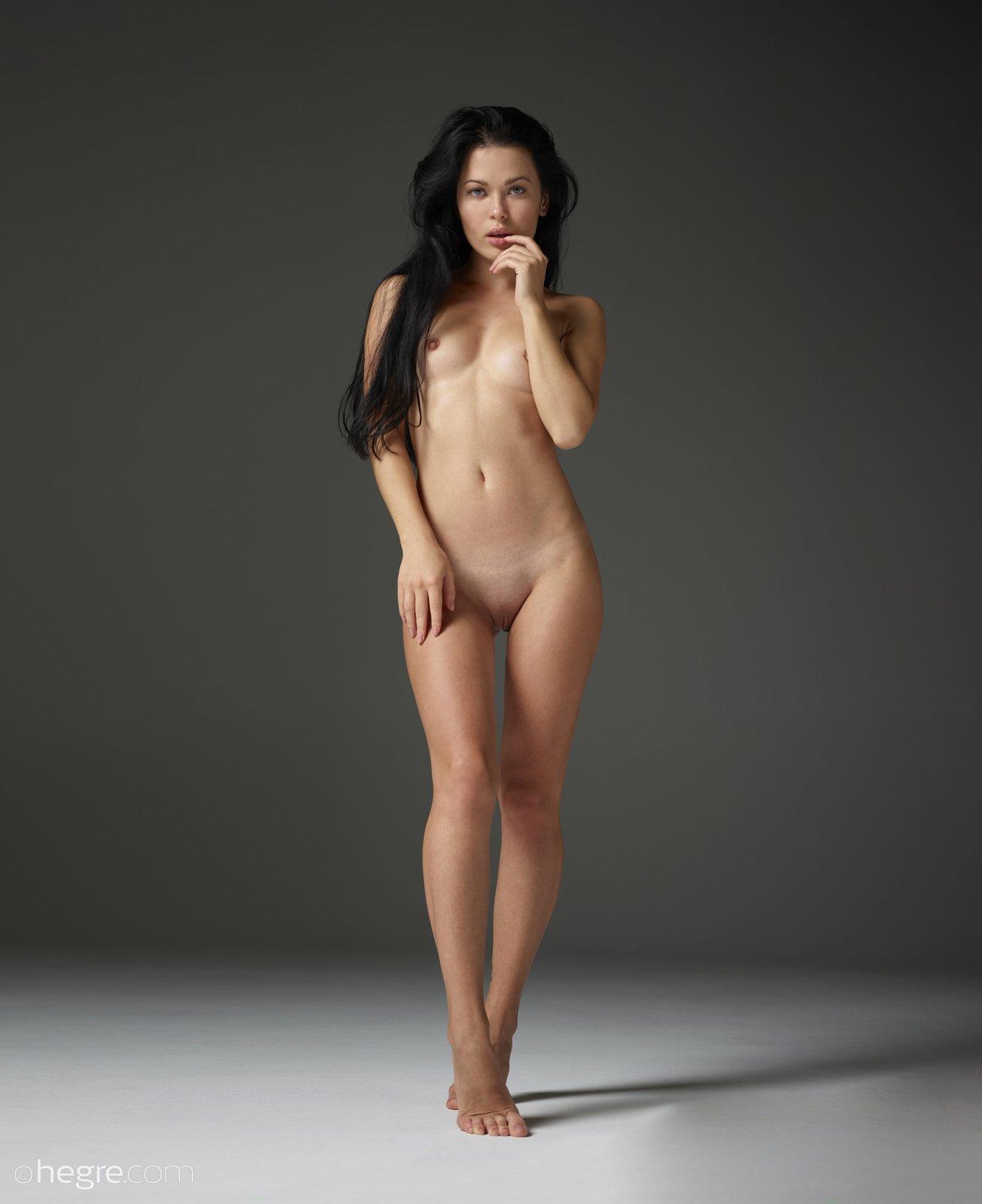 Красивая загорелая супермодель с похотливым телом секс фото