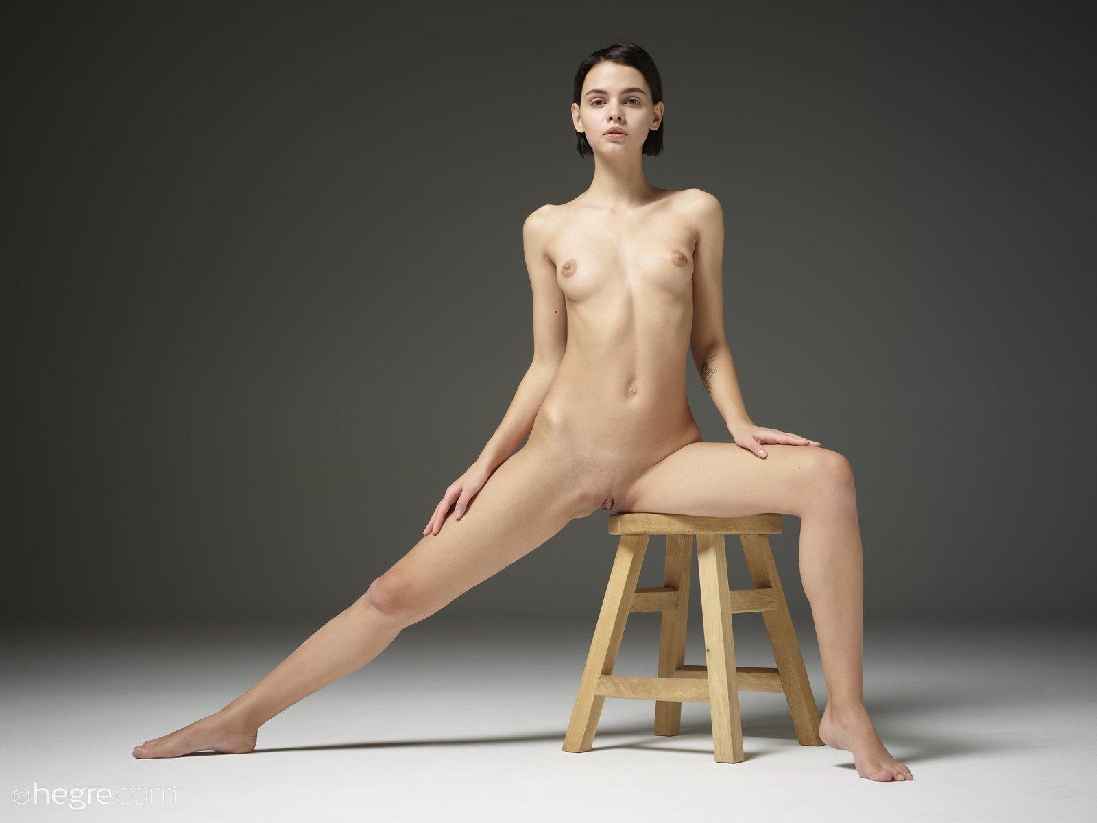 Девка с модельной внешностью показала голое тело смотреть эротику