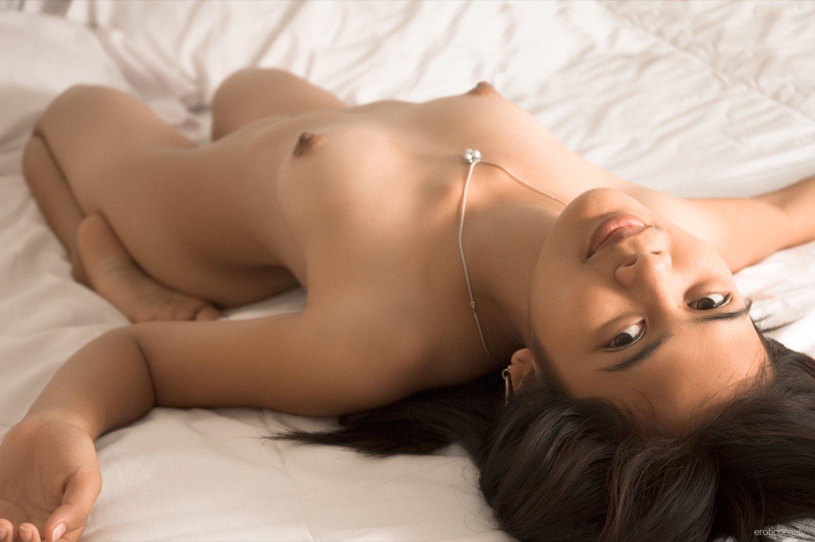 Тайская голая девушка с пухлой писькой