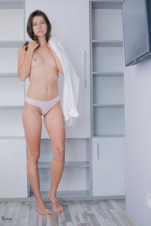 Волосатые девки в купальниках, жена ебется с толпой мужиков при муже смотреть порно видео